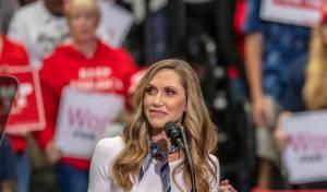 נשארים בפוליטיקה: לארה טראמפ תתמודד