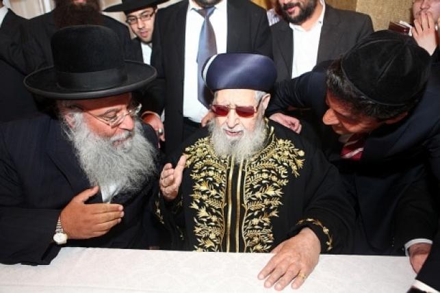"""מרן זצ""""ל עם המקובל רבי בניהו שמואלי"""