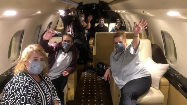 הישראלים בדרכם לישראל במטוס