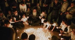 הרב קלוגר עם ילדי המשפחות השכולות