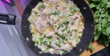 חזה עוף ושלל ירקות בקרם קוקוס קטיפתי
