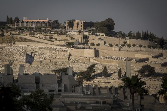אבנים הושלכו על רכב בהר הזיתים וגרמו לנזק