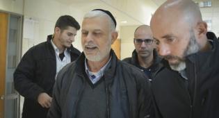 """אמנון כהן ביציאה מבית המשפט, היום - הח""""כ לשעבר אמנון כהן שוחרר למעצר בית"""