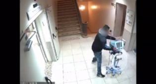 הצעיר הורס את מכונת ההנשמה - צפו: זעם על הרופאים והרס מכונת הנשמה