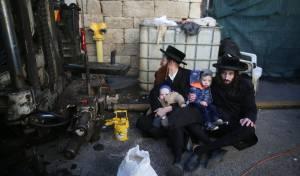 הקיצונים התיישבו עם ילדיהם באתר הבנייה
