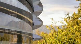 מבנה אפל החדש - לא בגלל האייפון: למה עובדי אפל נתקעים בקיר?