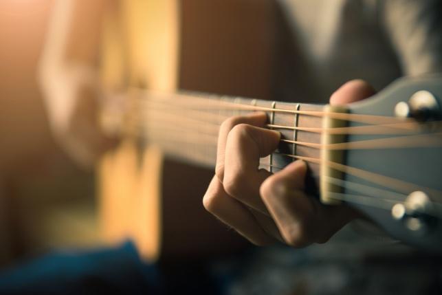 התגובה לביטול המופע: קומזיץ עם גיטרות