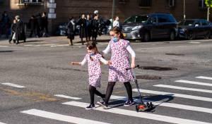 ילדות חרדיות ברחובות ויליאמסבורג, בצל הנגיף