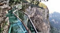 אטרקציה סיוטית: גשר זכוכית נסדק מלהיב את הסינים