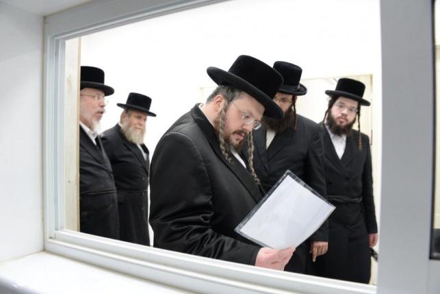 תיעוד: בנו של הרבי מבעלזא בביקור בחיפה