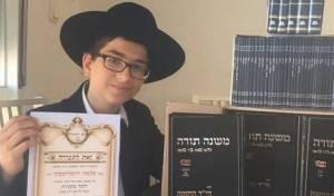 הטקס המרגש - בן ה-13 נבחר ל'חתן המשניות' של אירופה