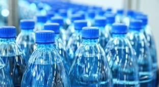 מחקר: אל תשאירו בקבוק פלסטיק בשמש