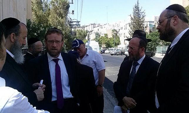 באו לתמוך בתושבים החרדים: חברי סיעת יהדות התורה בירושלים מסיירים בקריית יבול