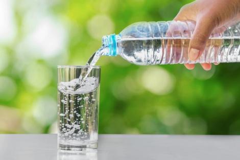 חייב לשתות עשרות ליטרים ביום כדי לא למות