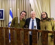 הנשיא הדליק נר ראשון עם החיילים החרדים
