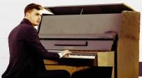 משה קליין בביצוע ווקאלי ללהיט: שיר פשוט