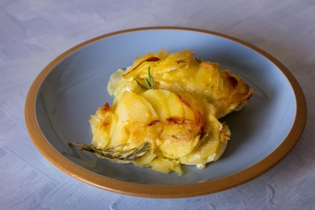 פרוסות תפוחי אדמה מוקרמים בתנור
