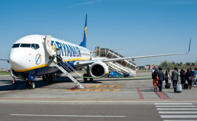 מטוס חברת ריינאייר בבולוניה