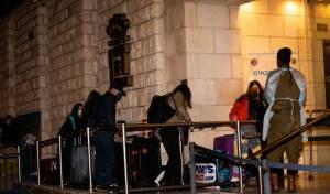 ישראלים מועברים לבידוד במלונית