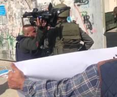 צלמי הפגנות פלסטיניים תקפו את החיילים