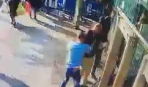 תיעוד רגע הפיגוע - צפו: כך דקר המחבל את המאבטח בתחנה