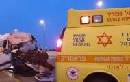 הרוג ופצועים בתאונה בין מיניבוס ומשאית
