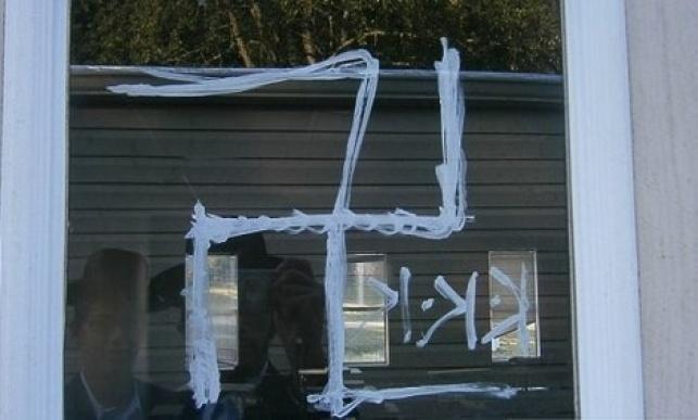 טקסס: שוב רוססו כתובות נאצה על בית כנסת