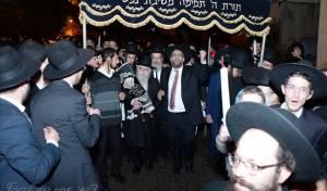 'בני הישיבות' בחיפה הכניסו ספר תורה חדש