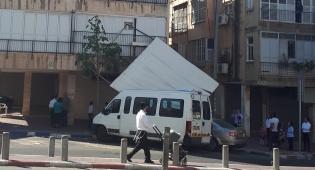 הגג של הסוכה קרס, האישה ברחה וניצלה