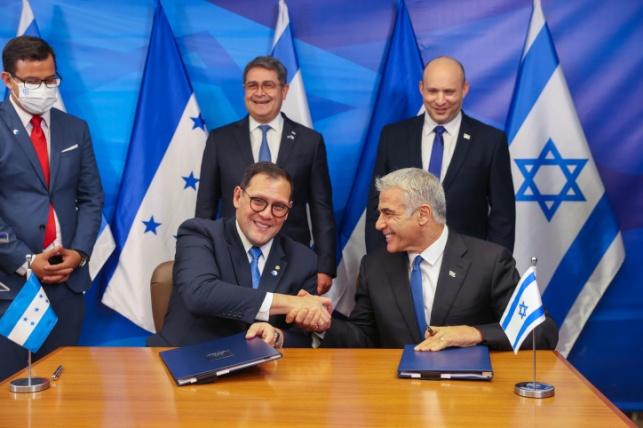 ראש הממשלה ושרי החוץ יחד עם נשיא הונדרס