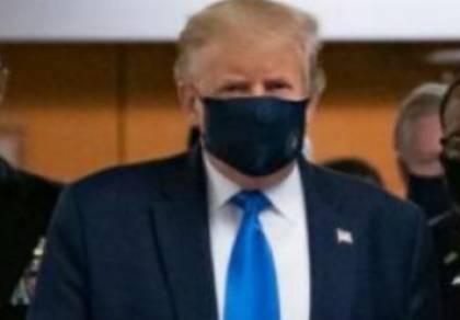 """טראמפ עטה מסכה והותקף: """"רק לבחירות"""""""