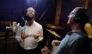 להקת 'נשמחה' מארחת את אהרן רזאל