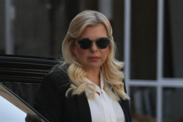 שרה נתניהו בכניסה לבית המשפט