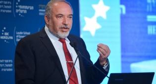 """ליברמן בנאומו בהרצליה - ליברמן: """"לא נהסס לפעול צבאית בסוריה"""""""