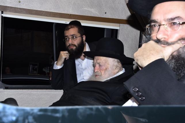 """הנגיד הרב שמעון ברכר ז""""ל הובא למנוחות"""