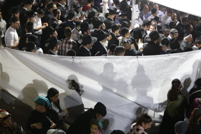 """אלפים בקברו של מרן הגר""""ע יוסף זצוק""""ל"""