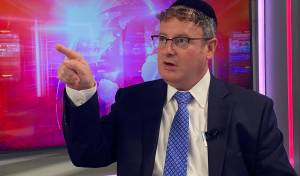 """הרב פישר: """"חרדים מתו מקורונה בגלל המפלגות החרדיות"""""""