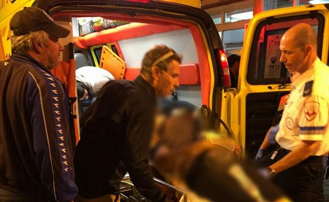 חמישה פצועים בפיגוע דקירה בקרית גת; מצוד אחר המחבל