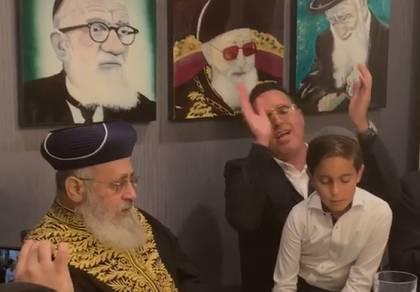 צפו: יעקב שוואקי סלסל בפני הראשון לציון