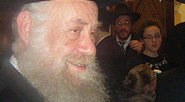 הרב שיינין. מרגיע את התושבים