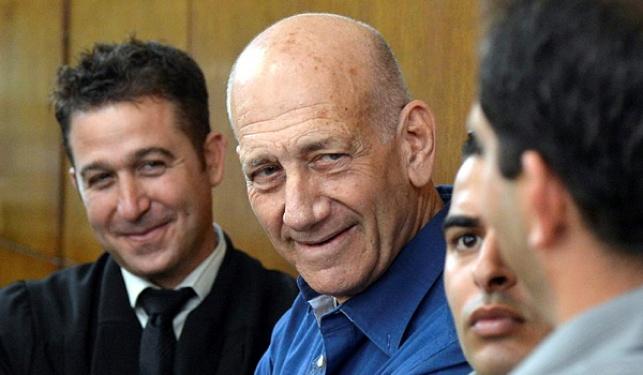 אהוד אולמרט בבית משפט