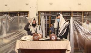 """הקב""""ה בעט אותנו מבית הכנסת / טור דעה"""