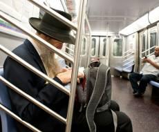 חרדי ושחור על ה'סאבווי' בברוקלין, אילוסטרציה