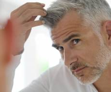 """""""שיער שיבה"""" תוקף כבר מגיל 30"""