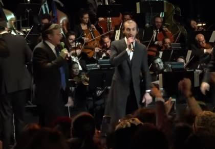 כוכבי הזמר האמריקנים במחרוזת להיטים