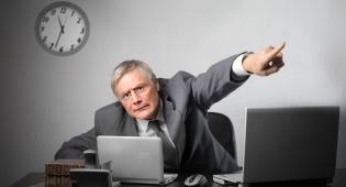 המנהל הודיע בצעקות שתפסיק להטריד אותו. אילוסטרציה - המטפלת ביקשה תוספת שכר  שהגיעה לה - ופוטרה