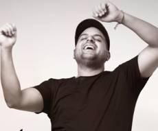 """'עקיבא' בסינגל חדש: """"הכל עוד אפשרי"""""""