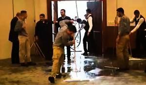 בחתונה חרדית: זרנוקי מים על המשתתפים