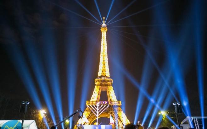 """עיר האורות: החב""""דניקים האירו את פריז"""