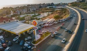 תושבים בלבנון בתור לתחנת דלק
